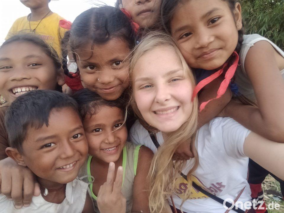 Praktikantin Sofie, die nach dem Abitur für fünf Monate Kinder in Nepal betreut.